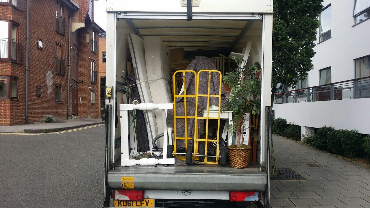 Blackwall moving vans E14