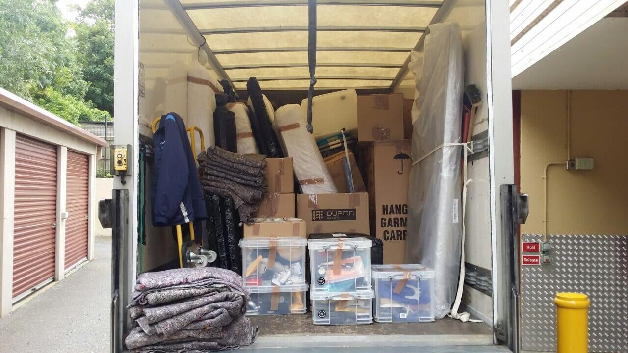 SE17 moving truck